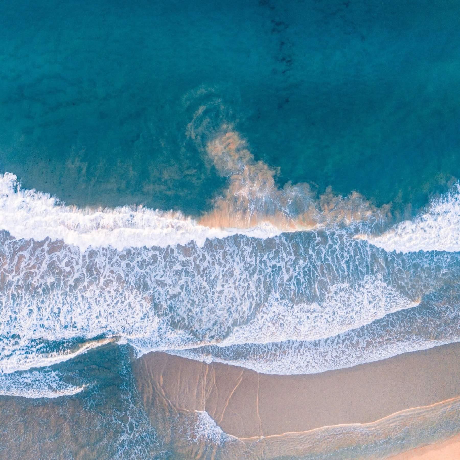 Eaux limpides à la plage